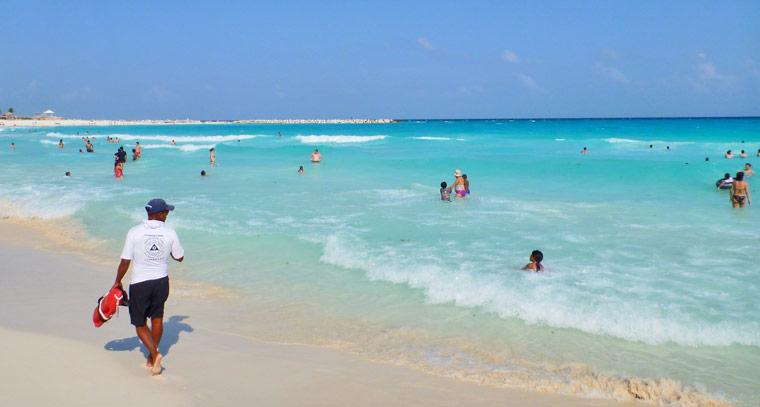 b0bbe33a394c9 7 лучших пляжей Канкуна - отели, фото, отзывы (9-20 км, волны)